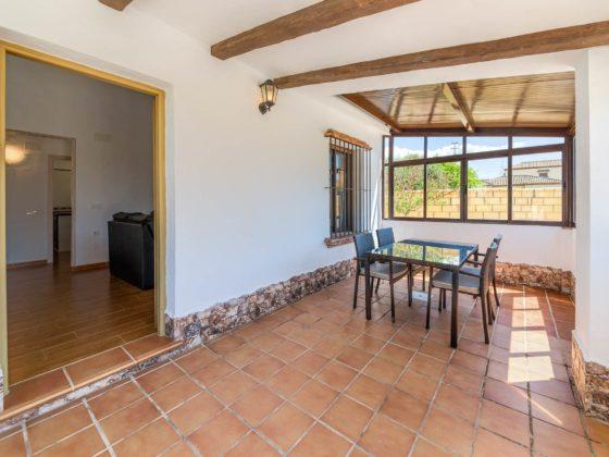 Cortijo Río Salado - Porche - Apartamentos Patio Andaluz - Playa de La Fontanilla (Conil)