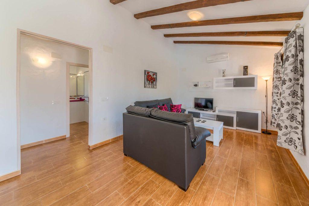 Cortijo Río Salado - Salón - Apartamentos Patio Andaluz - Playa de La Fontanilla (Conil)