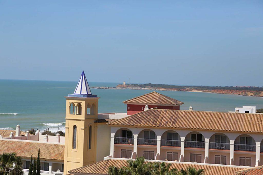 Vistas del Faro desde Apartamento Atalaya - Apartamentos Patio Andaluz - Playa de La Fontanilla (Conil)