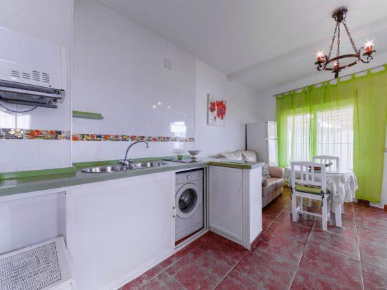 Apartamento 2 - Cocina y Comedor - Apartamentos Patio Andaluz - Playa de La Fontanilla (Conil)