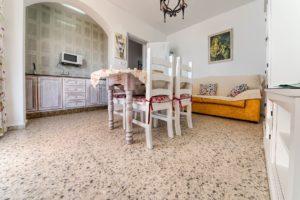Apartamento 5 - Comedor y Cocina - Apartamentos Patio Andaluz - Playa de La Fontanilla (Conil)