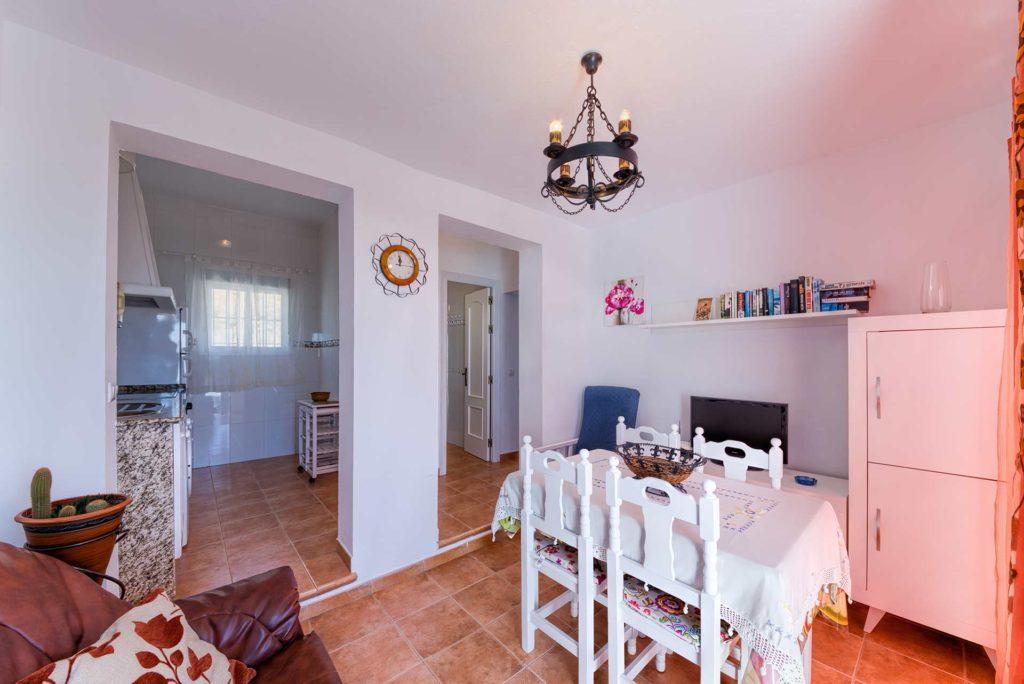 Apartamento Huerto - Salón Comedor - Apartamentos Patio Andaluz - Playa de La Fontanilla (Conil)