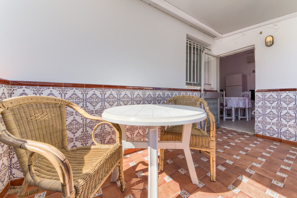 Apartamento 1 - Terraza - Apartamentos Patio Andaluz - Playa de La Fontanilla (Conil)