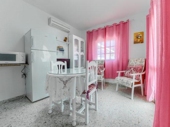 Apartamento 1 - Salón Comedor - Apartamentos Patio Andaluz - Playa de La Fontanilla (Conil)