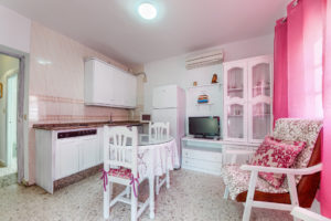 Apartamento 1 - Cocina y Office - Apartamentos Patio Andaluz - Playa de La Fontanilla (Conil)