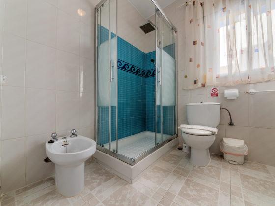 Apartamento 1 - Aseo y Baño - Apartamentos Patio Andaluz - Playa de La Fontanilla (Conil)