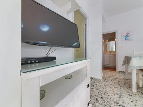 Apartamento 1 - Mesa TV - Apartamentos Patio Andaluz - Playa de La Fontanilla (Conil)