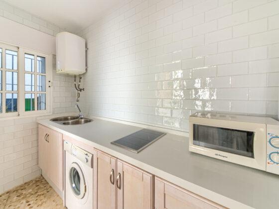 Apartamento Baluarte - Cocina - Apartamentos Patio Andaluz - Playa de La Fontanilla (Conil)