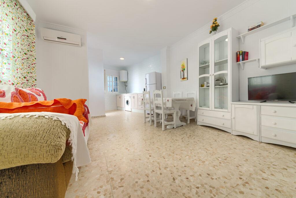 Apartamento Baluarte - Salón - Apartamentos Patio Andaluz - Playa de La Fontanilla (Conil)