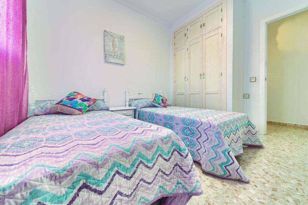 Apartamento Baluarte - Dormitorio 2 Camas - Apartamentos Patio Andaluz - Playa de La Fontanilla (Conil)